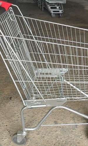 Carrinho de supermercado usado